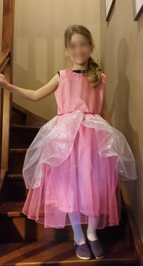 robe rose portée floutée